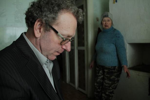 Иван и Алла Афанасик вспоминают, как плакали над каждой из своих семи свиней. Теперь они говорят, что вряд ли заведут больше одного поросенка. д. Малая Своротва, 17 января.