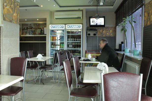 Придорожное кафе на АЗС на трассе М1