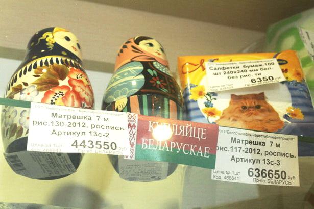 Один из самых дорогих белорусских сувениров в придорожных кафе - матрешка