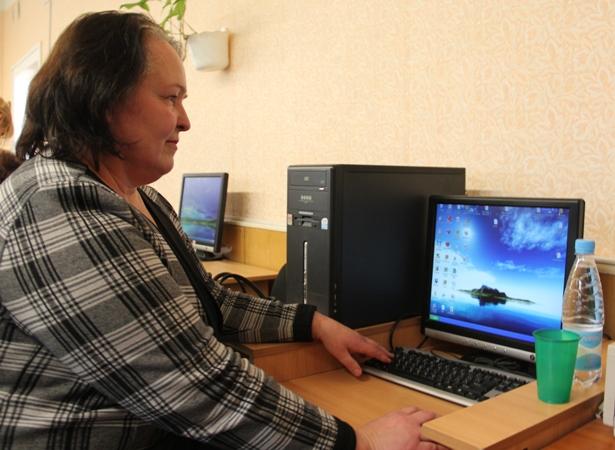 Ираида Спиридонова пришла на компьютерные курсы, потому что считает, что учиться никогда не поздно. Фото Александр Трипутько.