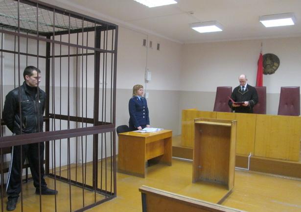 Вынесение приговора в зале суда.
