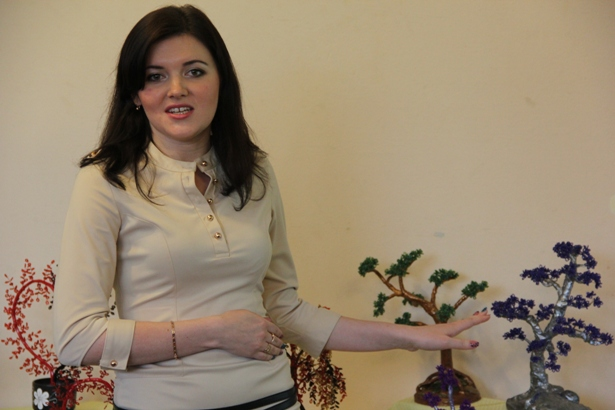 Ольга Агеявич рассказывает о своих работах. Фото Александр Трипутько.