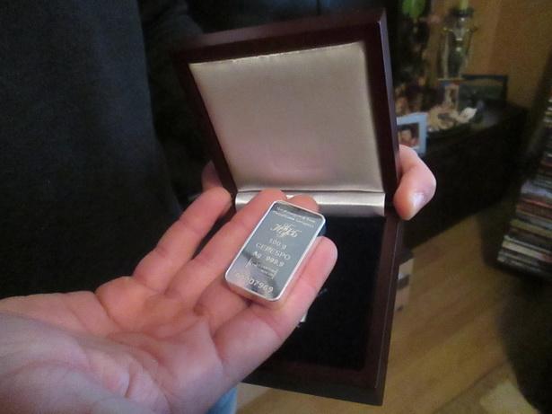 Слиток из серебра, которым  был награжден Алексей Ажель как лучший спортсмен Брестской области 2013 года.