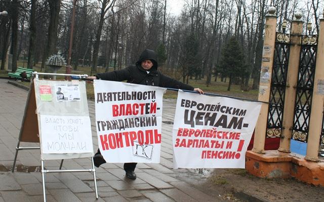 Предвыборный пикет Григория Грыка в Барановичах, 15 марта. Фото Юли Харкевич