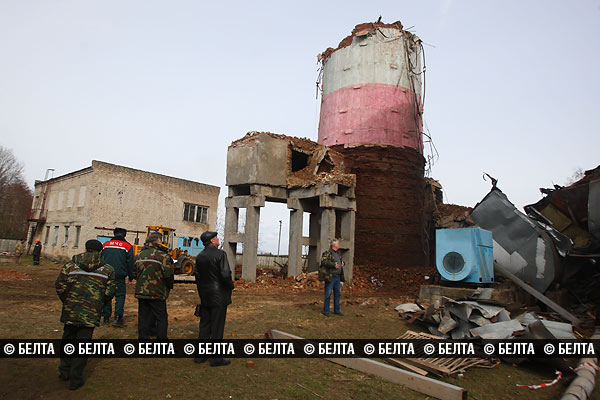 Труба высотой 80 м рухнула в Слониме