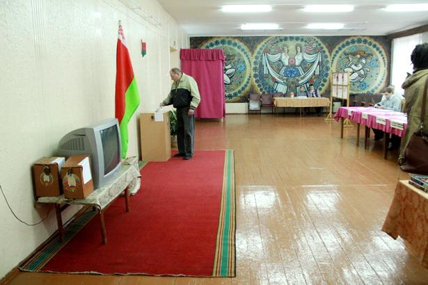 Избирательный участок в общежитии колледжа легкой промышленности. Барановичи, 23 марта