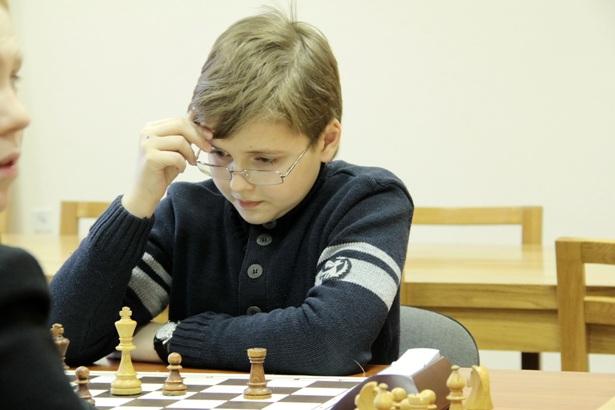 Кирилл Грибчук в шахматном клубе ДЮСШ №1 г. Барановичи. Фото Людмила Прокопова.