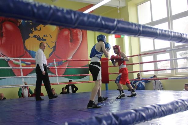 Министерство спорта и туризма РБ подарило барановичской школе бокса новый ринг. Фото Александр Трипутько.