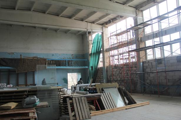 Во втором зале гимнастики еще ведутся ремонтные работы. Фото Александр Трипутько