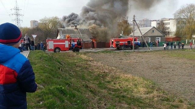 Пожар в Барановичах 6 апреля. Фото из группы РАЦИЯ ZELLO БАРАНОВИЧИ