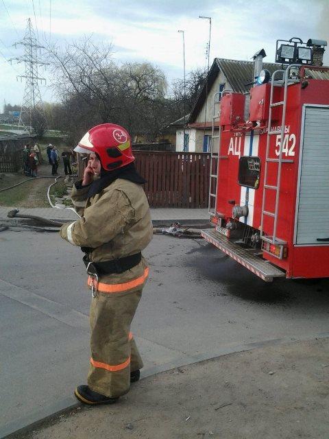 Пожар в Барановичах 6 апреля. Фото: Игорь Лосик