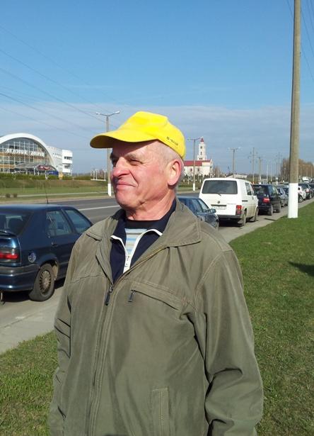Самому старшему участнику забега Николаю Машею – 76 лет. Фото Александр Трипутько.