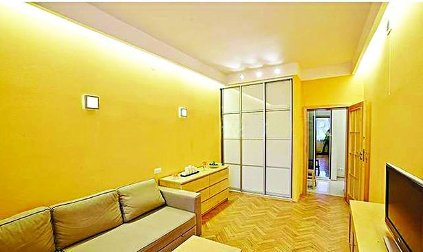 Варшава. Двухкомнатная квартира за 750 долларов недалеко от метро.