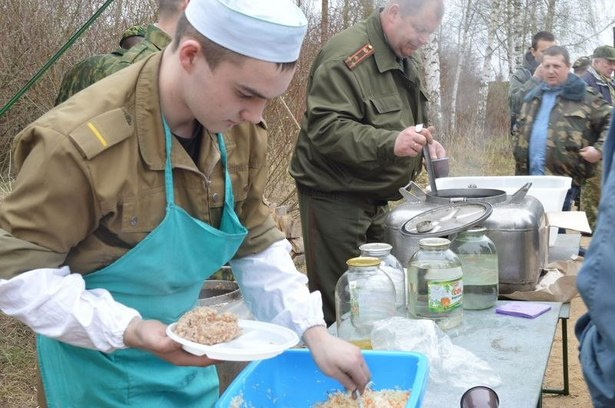 Военнослужащие в/ч 7404 организовали полевую кухню. Фото из архива участников.
