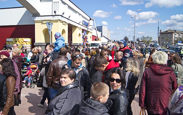 Жители города Барановичи перед открытием