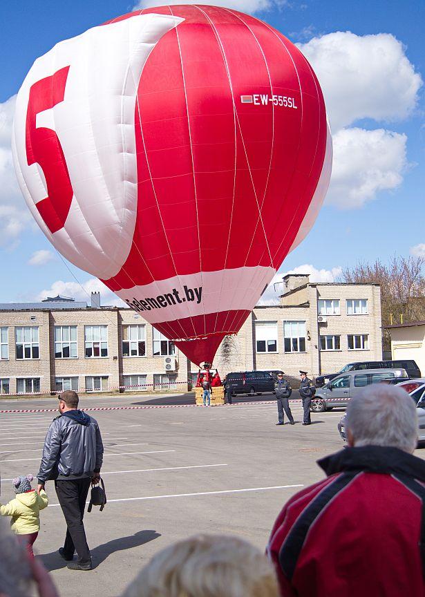 Воздушный шар надули, но в полет не отправили