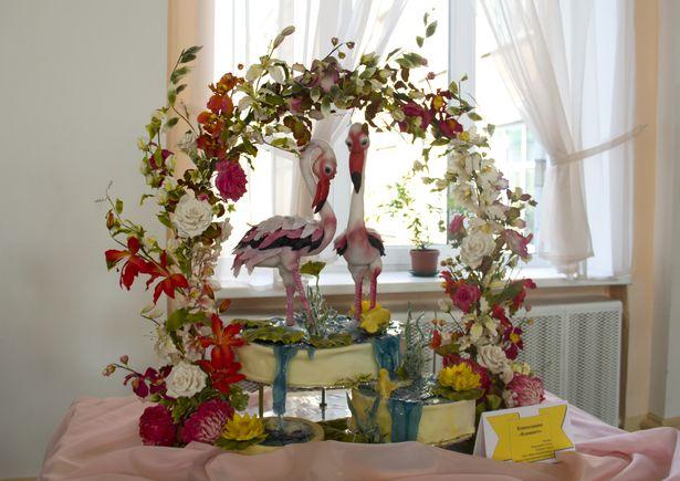 Этих розовых фламинго можно съесть