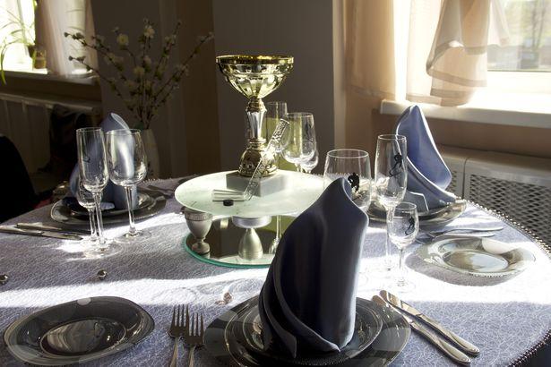 Были представлены различные варианты сервировки стола