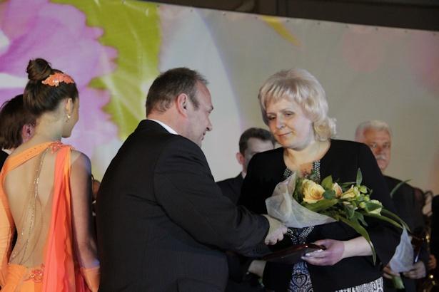 Награждается в области образования Инна Валяева. Фото: Александр Трипутько