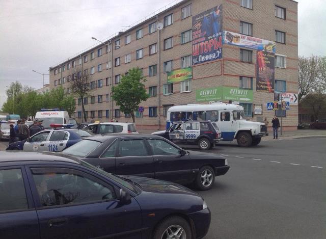 Авария на перекрестке улиц Советской и Баранова, 27 апреля. Фото Виктора Андрощука