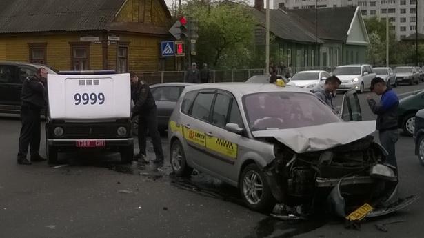Авария на перекрестке улиц Советской и Баранова, 27 апреля