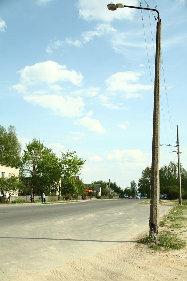 Аварийная опора освещения на ул. Бадака