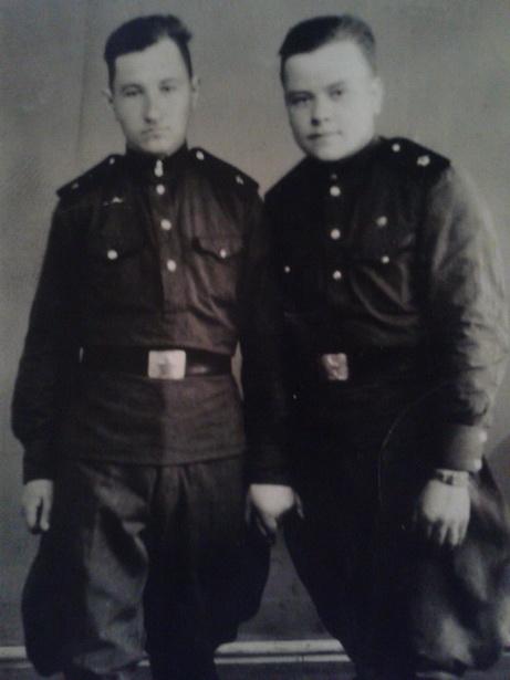 В память о военном прошлом Владимира Филончика (слева) остались лишь это фото и обрывки рассказов.
