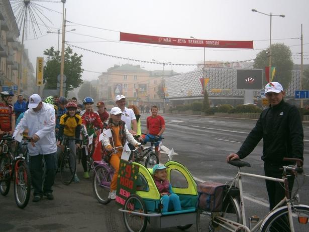 Участники велопробега в Барановичах собирались на площади. фото Натальи Семенович
