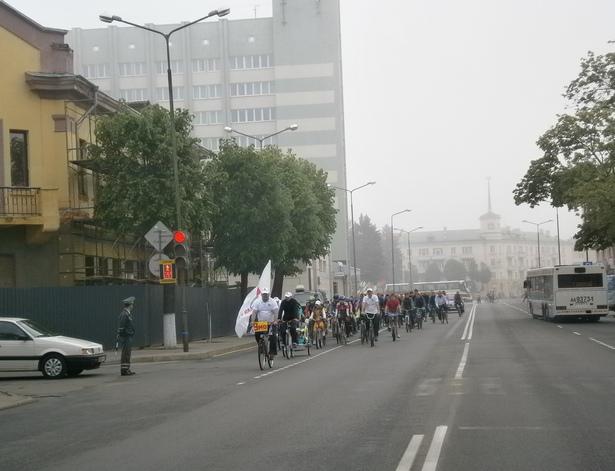 Велосипедисты проехали по центральным улицам города. фото Натальи Семенович