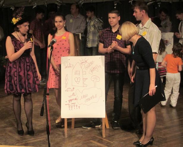 Участники конкурса рисовали свой дом мечты. Семья Вайтушевских. фото Натальи Семенович