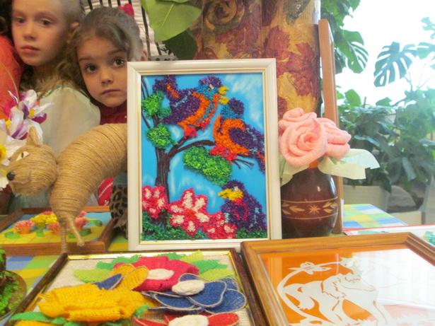 Семейные поделки, сделанные руками участников конкурса. фото Натальи Семенович