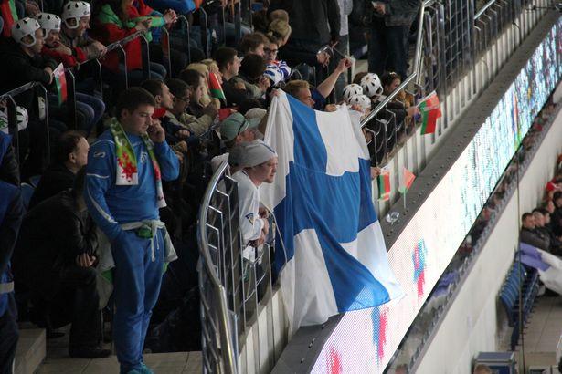 Фінскія заўзятары з нацыянальным сцягам