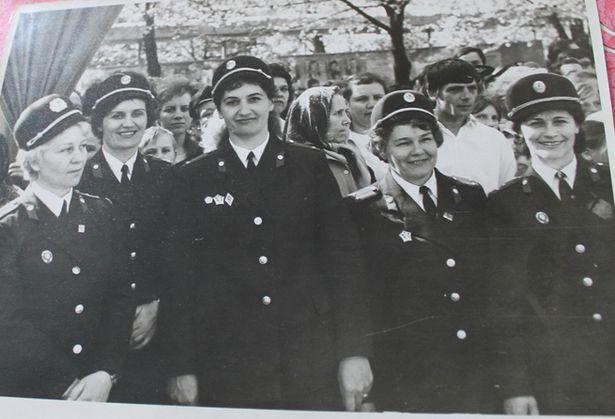 Вера Рылеева (на фото в центре) работала инспектором детской комнаты милиции