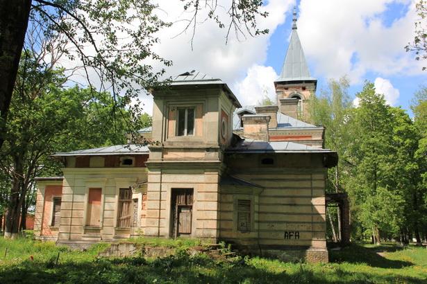 Бывшая усадьба Котлубаев в д. Ястрембель