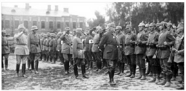 Пастраенне нямецкіх салдат падчас прыезду кайзера Вільгельма II у Баранавічы.