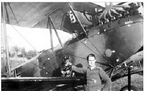 Нямецкі лётчык на аэрадроме пад Баранавічамі.