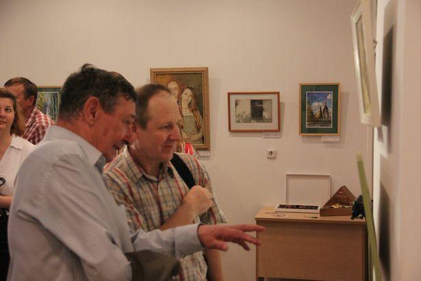 В Барановичах открылась выставка живописи и графики