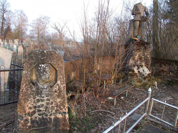 Памятник на могиле немецких солдат в Колпенице