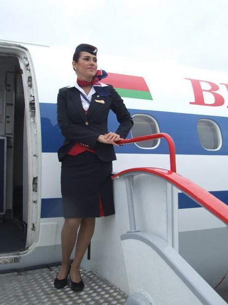Бортпроводник Евгения Сартакова отправляется в рейс почти  каждый день. Несмотря на тяжелый график,  она всегда старается выглядеть безупречно.