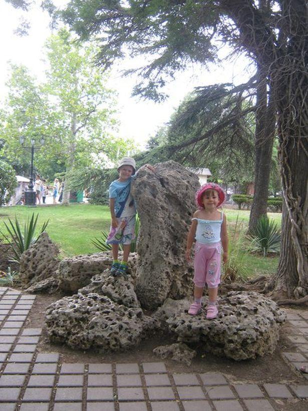 Дочь Сергея Вайчика Арина и ее друг Семен во время экскурсии в Севастополь, лето 2013 года.