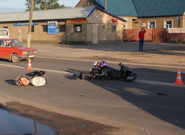 Скутер столкнулся с микроавтобусом