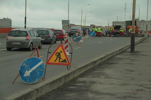 Дорожники советуют водителям объезжать путепровод по ул.Тельмана