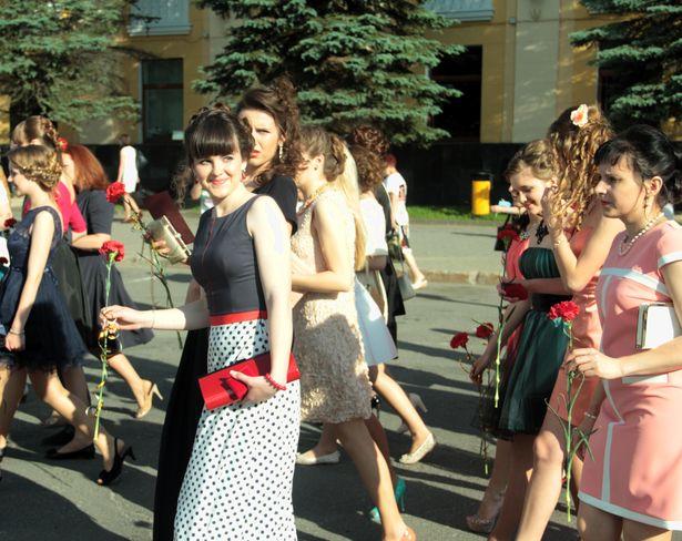В Барановичах прошли школьные выпускные. фото: Дмитрий МАКАРЕВИЧ