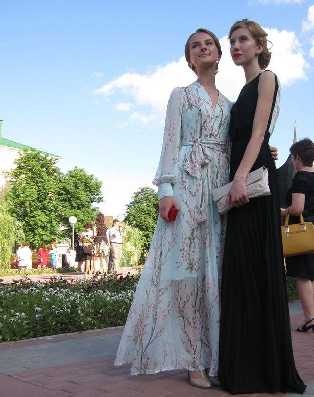 В Барановичах прошли школьные выпускные. фото: Ольга Широкоступ