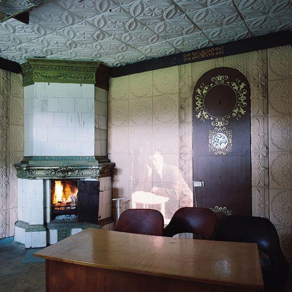 Фотограф с помощью проектора оживил в усадьбе Флерьяново персонажей, живших в начале 20 века