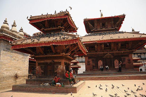 Катманду - сталіца Непала. Уваход у гістарычны цэнтр, які ахоўваецца ЮНЭСКА, каштуе для турыстаў 10 долараў.