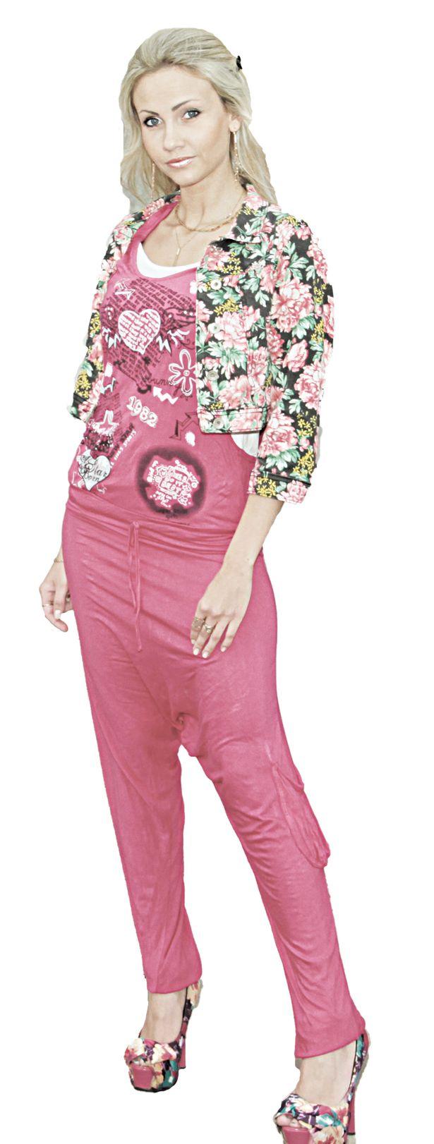 Яркий комбинезон и укороченный пиджак куплены в Барановичах. Обошелся наряд порядка 100 долларов.