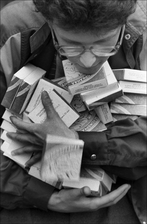 Сигареты в начале 90-х исчезли почти полностью. В то время фраза из песни Цоя «если есть в кармане пачка сигарет, значит, все не так уж плохо...» приобрела самый буквальный смысл.