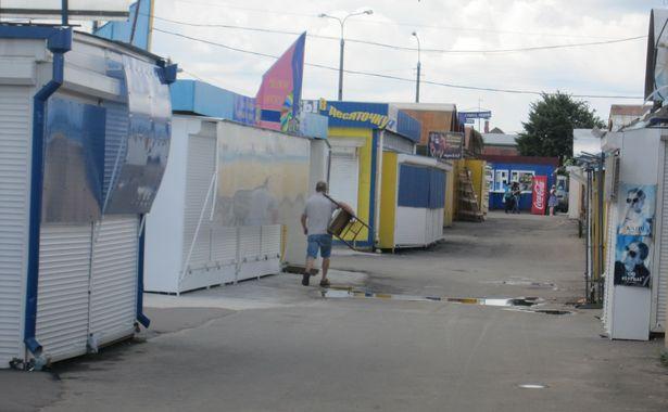 Закрытые роллеты на барановичском рынке
