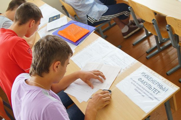 В БарГУ, как и других вузах страны, приемная кампания стартовала 8 июля. Фото Дмитрия Макаревича